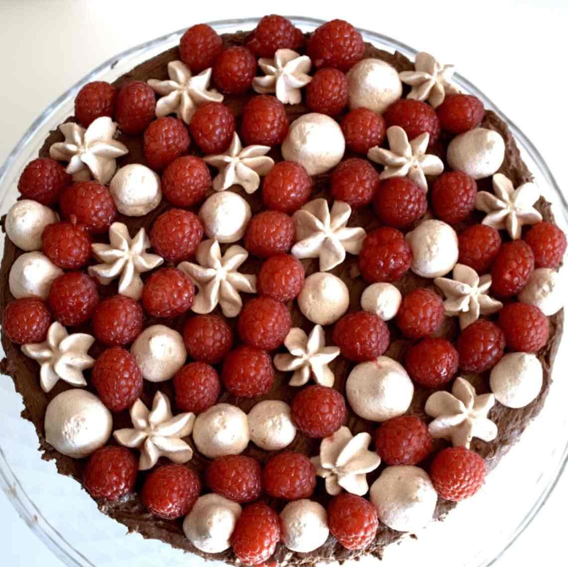 Chokoladelagkage - en lagkage med chokolademousse - Find opskrifter, gratis print og inspiration til årets gang på danishthings.com (Recipe in Danish)