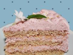 Jordbærlagkage. En let, luftig og lækker lagkage med jordbærmousse og lyse lagkagebunde, lav dem med rosensukker, hyldeblomstsukker eller almindeligt sukker. - Find opskrifter, gratis print og inspiration til årets gang på danishthings.com
