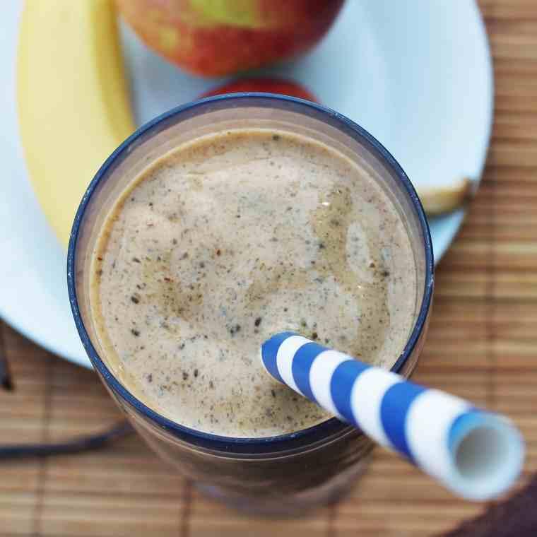 Jeg har fundet opskriften på den bedste chia-kaffesmoothie, eller smoothie bowl, sødet med dadler. Om morgen laver du en velsmagende morgenkaffe smoothie, eller smoothie bowl, med lækker topping - en morgenmad du også kan ta' med. Du kan også lave smoothien som snack eller som en sundere dessert. Nyd den med god samvittighed, for chia-kaffesmoothien er fyldt med gode sager. Find opskriften på danishthings.com #danishthings #smoothie #smoothie-bowl #smoothieis #chia #kaffe #dadler #morgenmad #dessert #iskaffe #is