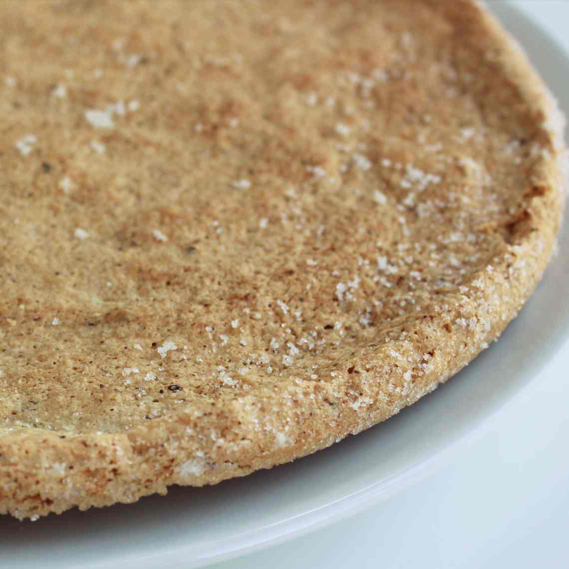 Makronbund med hasselnødder - sprød bund til kager og desserter. Find opskriften på danishthings.com