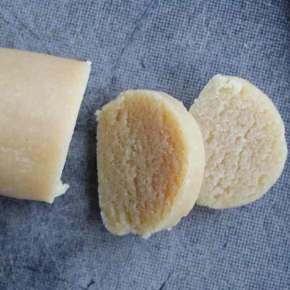 4 recipes for homemade marzipan, and tips on how to vary them almost infinitely + a simple syrup recipe. Find recipes and inspiration @ danishthings.com
