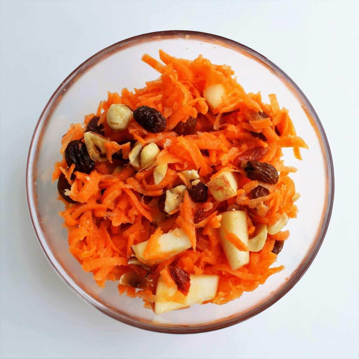 Sådan laver du en nem og lækker råkost. Lav en sund råkostsalat og spis den til frokost eller aftensmad. Find opskrifter, gratis print og inspiration til årets gang på danishthings.com