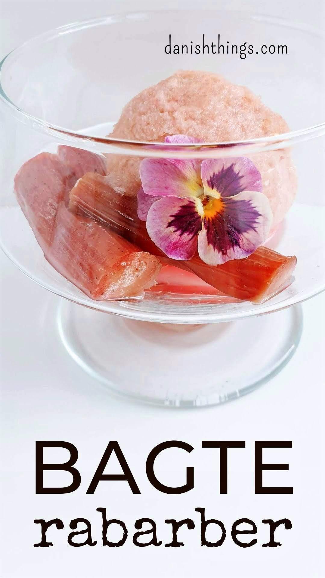 Sådan laver du bagte rabarber og ovnbagt rabarberkompot. Bagte rabarber - et lækkert tilbehør til flødeis, sorbet, pandekager, desserter og mad. Find opskrifter, gratis print og inspiration til årets gang på danishthings.com #DanishThings #rabarber #bagte-rabarber #bagte #ovnbagte #rabarberkompot #grønnerabarber #haverabarber #dessert