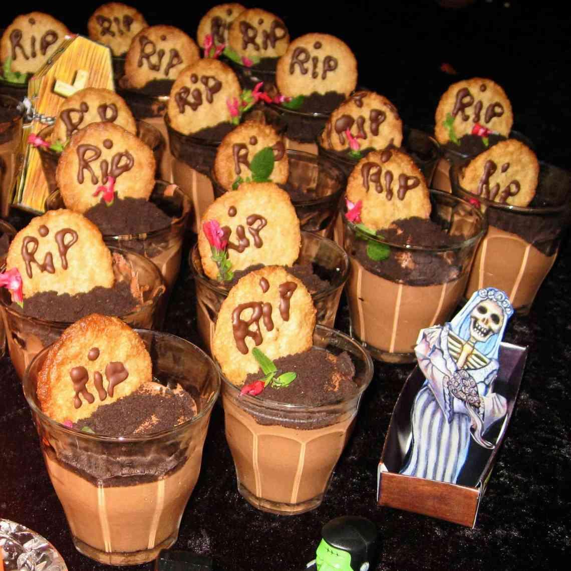 Chokolademousse - find opskrifter og inspiration til årets gang på danishthings.com #danishthings #chokolademousse #halloween #gravsted