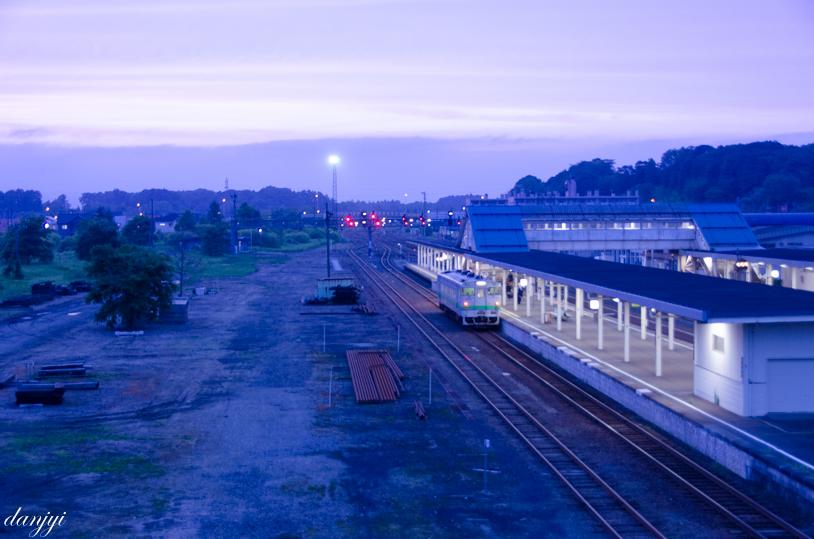 安平町のぬくもりの湯に行く道から見える追分駅の夕景