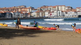 Seaside town in Basque country- kids kayaking lesson - Lekeitio