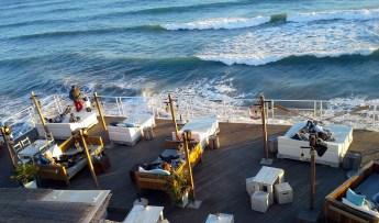 Restaurant in Sitges that offers beds and couches