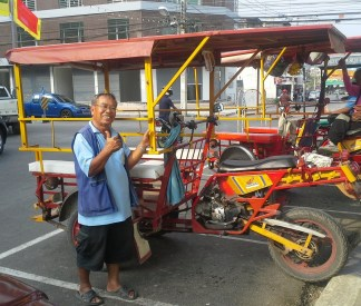 The local equivalent to the Tuk Tuk. It appears to be even simpler to make from a motorcycle, because there is no differential.