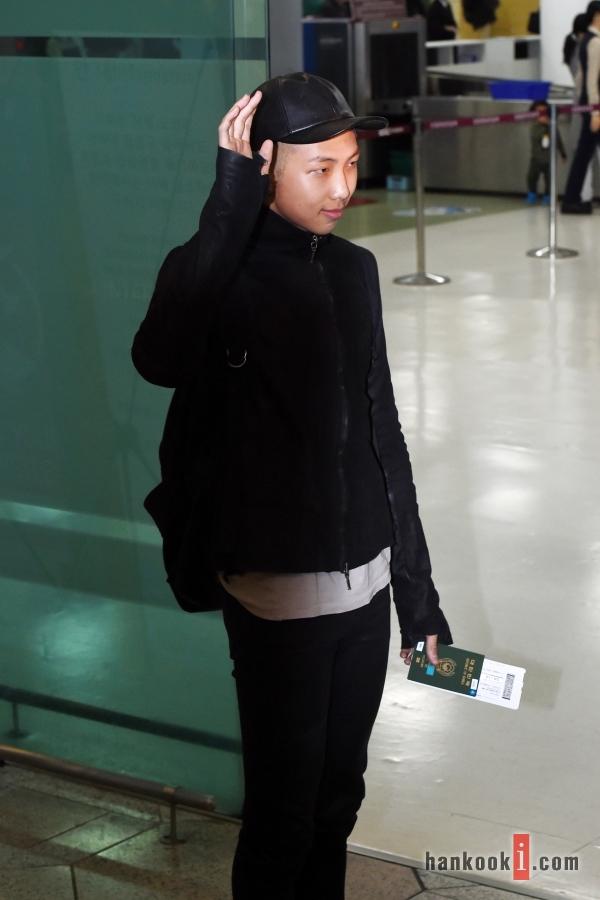 BTS 空港 ファッション RM