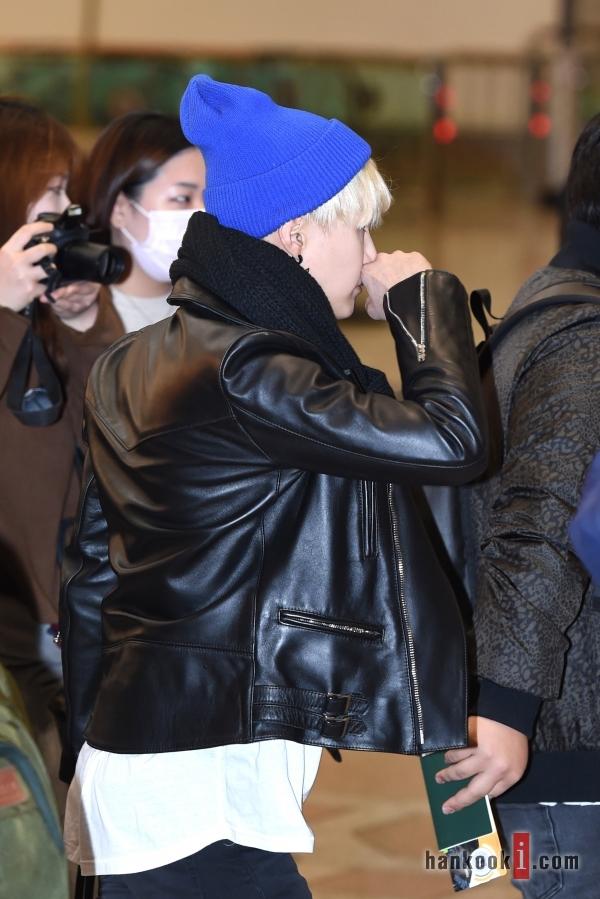 BTS 空港 ファッション SUGA