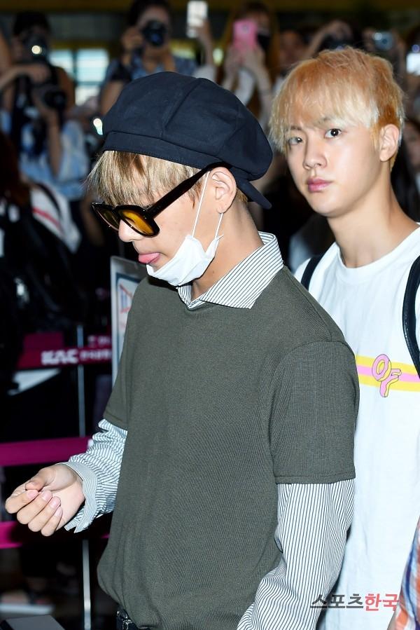 BTS 空港 ファッション VとJIN