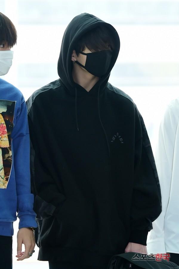 BTS 空港 ファッション ジョングク