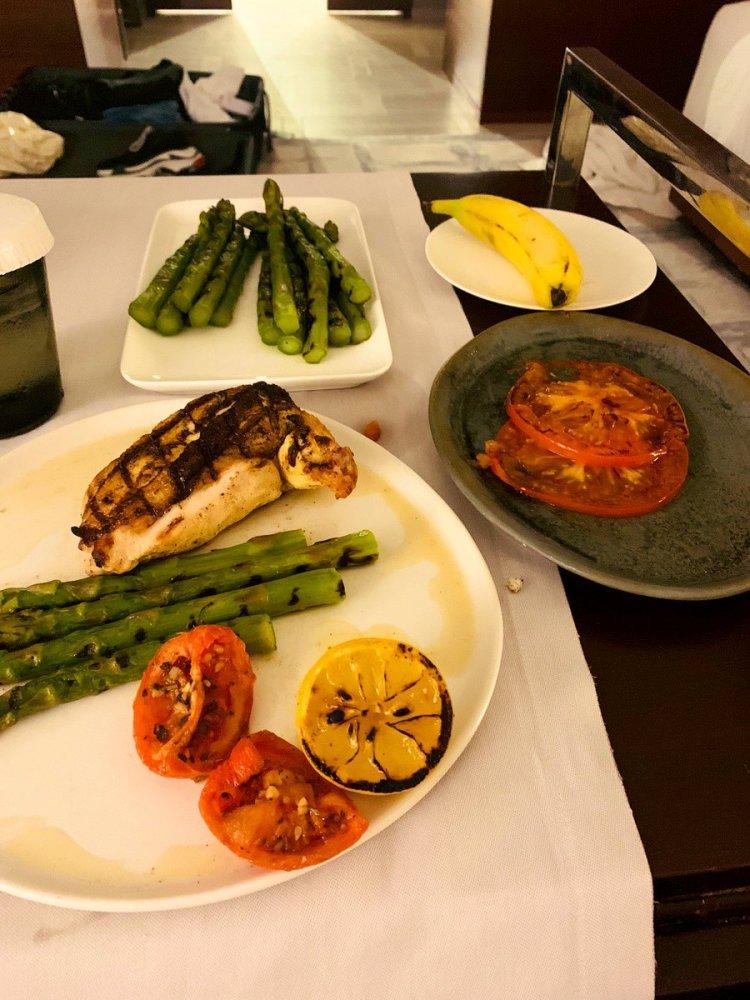 ジョングクが公開した朝食の中で圧倒的な量で存在感を放つ緑の野菜...