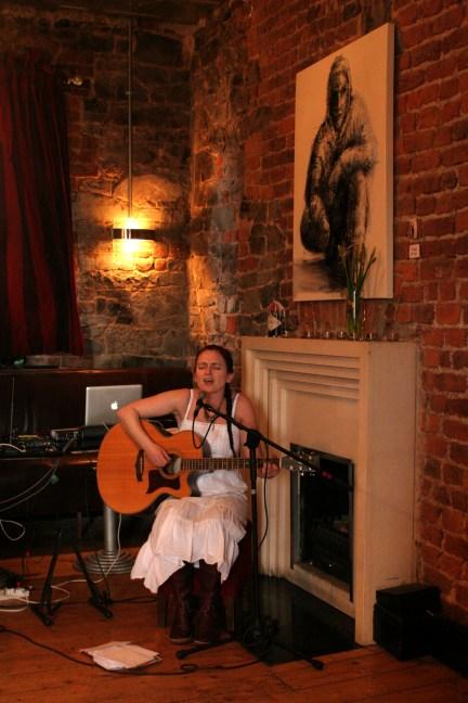 Roisin ni Galloglaigh performing at Dr. Johns