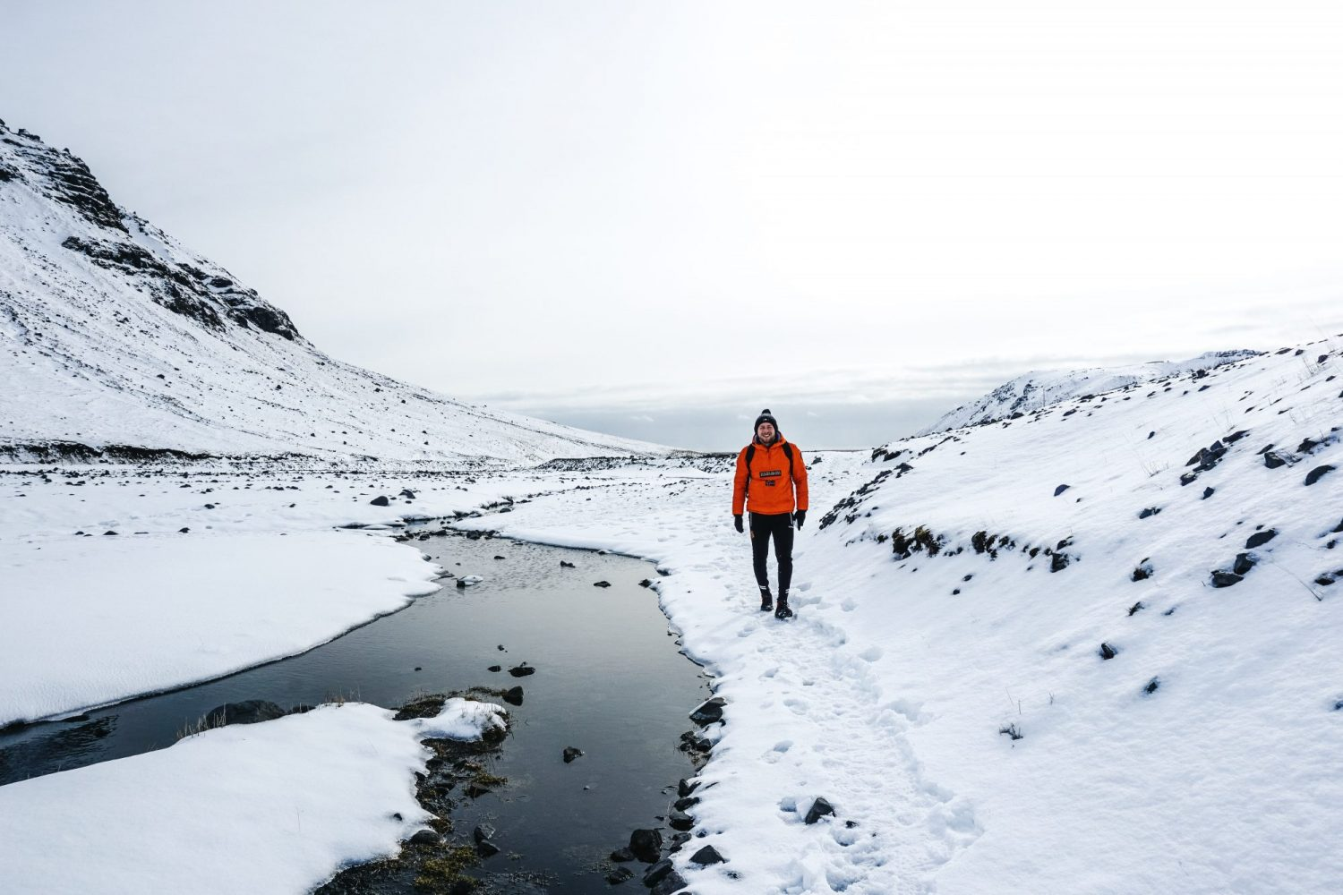 Hiking in Iceland to the pool