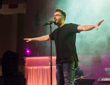 Danny Gokey performing