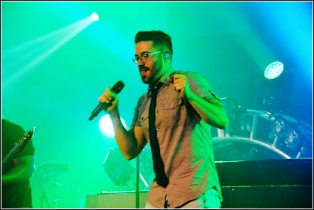Danny Gokey performing on the Positive Hits Tour 2016
