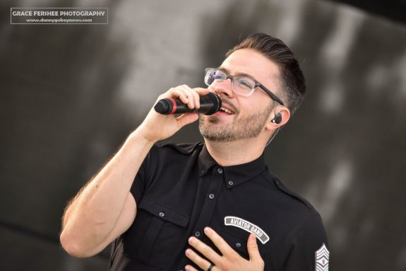 Grace Fershee Photography photo of Danny Gokey performing in concert.