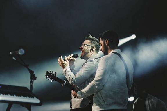 Danny Gokey performs on the ROOTD Tour. Photo by Diego Brawn