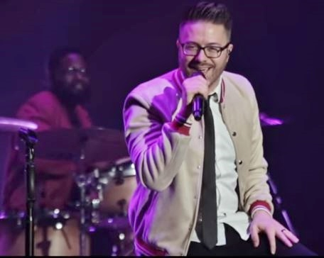 Bernard Bell and Danny Gokey performing on the Hits Deep Tour