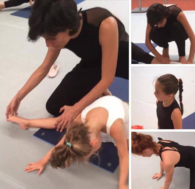 La méthode de barre au sol Renée Simon est ouverte à tous (amateurs, débutants, danseurs, enfants  à seniors ).Elle permet d'approfondir ou apprendre tout simplement le mouvement en respectant son corps. Chaque personne évolue à son rythme afin d' éduquer sa posture et prendre de nouvelles habitudes pour son bien-être.