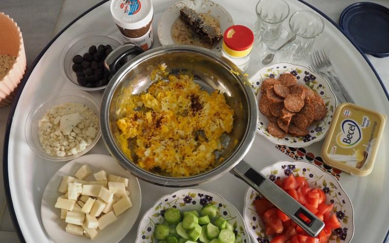 tyrkisk morgenmad, morgenmad i tyrkiet, hjemmelavet tyrkisk morgenmad, morgenmad, tyrkisk mad, tyrkiske retter, dansk i tyrkiet, dansker i tyrkiet, alanya blog, alanya blog, dansk blog i udlandet, tyrkiet blog, tyrkiet blogger, hjemmelavet börek, hjemmelavet simit, hjemmelavet pogaca