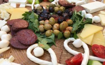 Morgenmad hos Çiftlik gurme, morgenmad hos ciftlik gurme, tyrkisk morgenmad, serpme kahvalti, tyrkisk brunch, tyrkisk mad, delikatessebutik alanya, alanya blog, alanya blogger, tyrkiet blog, tyrkiet blogger, hverdagen i tyrkiet,