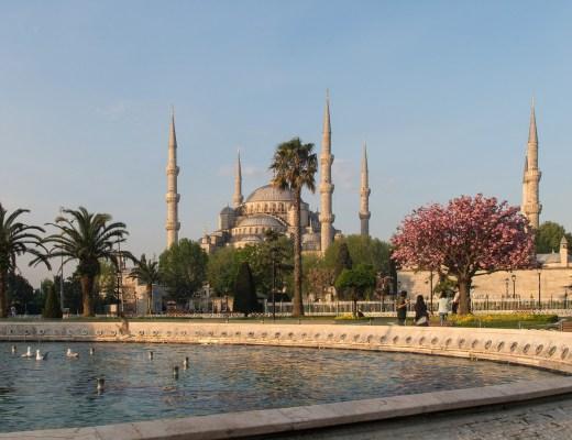 den blå moske i istanbul, blue mosque in istanbul, sultan ahmet camii i istanbul, sultan ahmet moske i istanbul, moskeer i tyrkiet, moskeer i istanbul, regler for at besøge moske, gratis oplevelser i istanbul, gratis seværdigheder i istanbul,