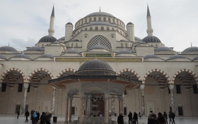 tyrkiets største moske, den største moske i tyrkiet, den største moske i istanbul, erdogans moske, camlica moske, oplevelser i istanbul, seværdigheder i istanbul, arkitektur i istanbul, dansk i tyrkiet, oplevelser i tyrkiet, oplev tyrkiet, moskeer i istanbul, moskeer i tyrkiet
