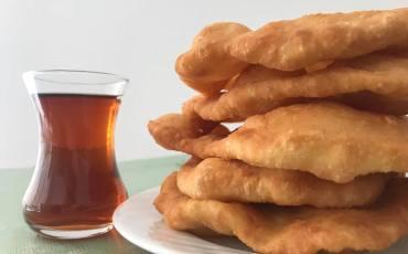 Tyrkisk pisi opskrift, tyrkisk friturestegt brød, tyrkiske brød opskrifter, tyrkiske opskrifter, tyrkisk brød morgenmad, tyrkiske madopskrifter, tyrkisk madblogger, nemme tyrkiske opskrifter, tyrkisk morgenmad