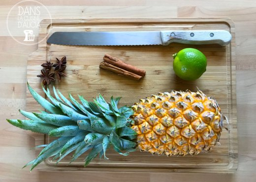 Présentation des ingrédients de la salade d'ananas aux épices