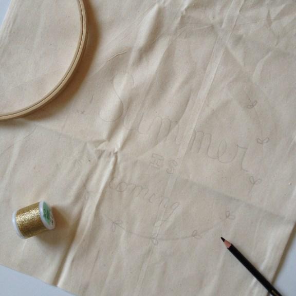 Customiser un tote bag en le brodant