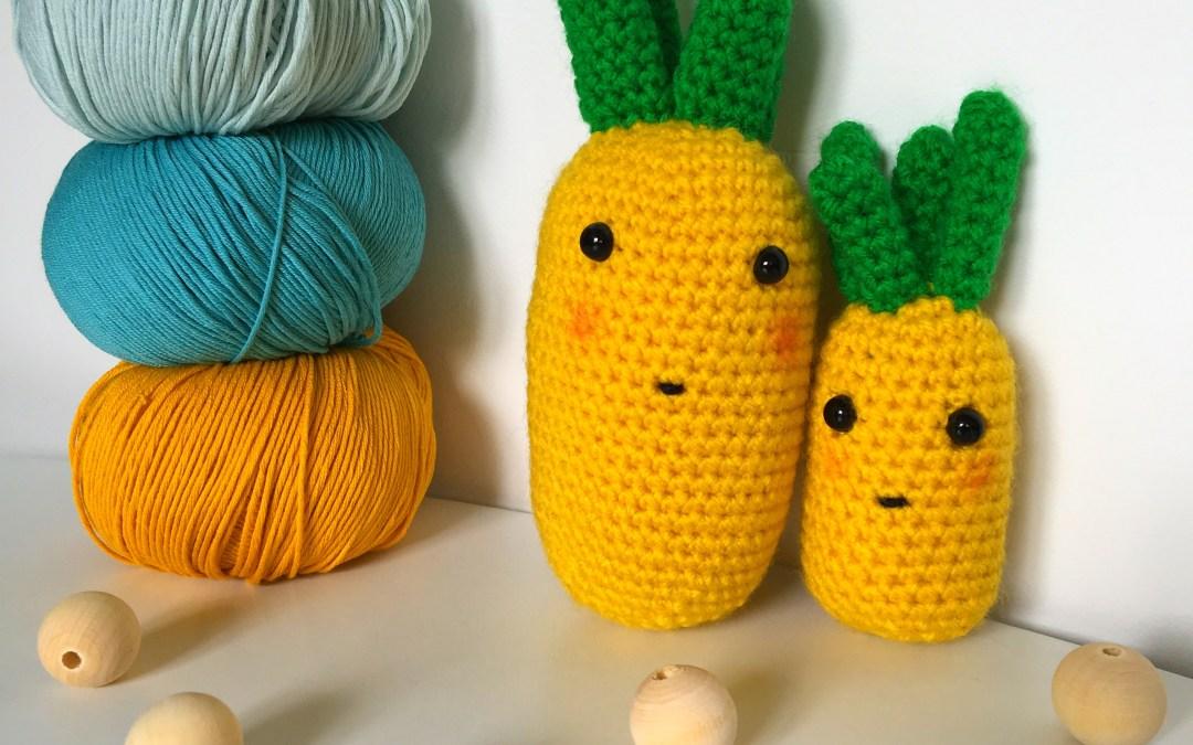 Deux petits doudous ananas au crochet