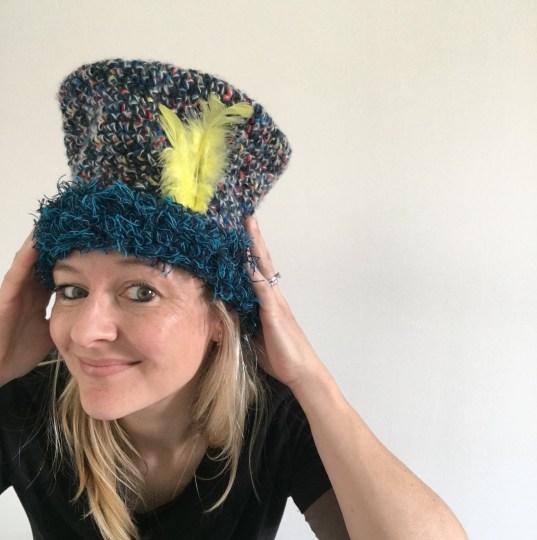 Un chapeau pour le carnaval au crochet