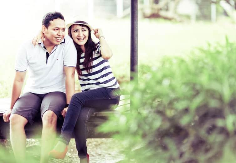 Foto prewes dengan gaya santai tapi tetap romantis
