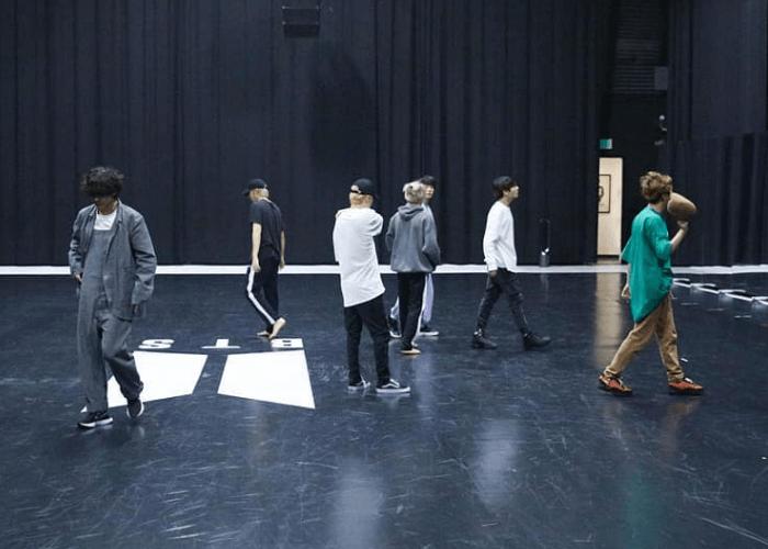 Gambar BTS Latihan Koreo untuk Black Swan