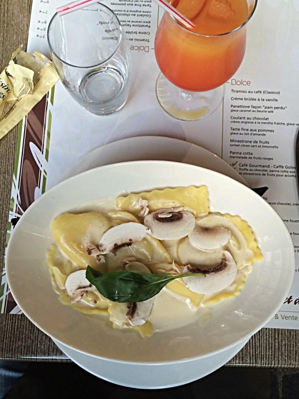 Mezzaluna Ricotta et Truffes blanches   restaurant le buffet d'Italie à Bercy Village Cour Saint Emilion