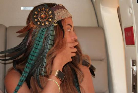 Beyoncé wearing Apple Watch