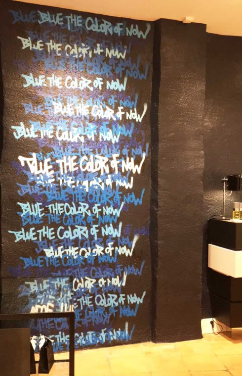 Boutique Chanel Beauté Rue des Francs Bourgeois Paris Marais bleu