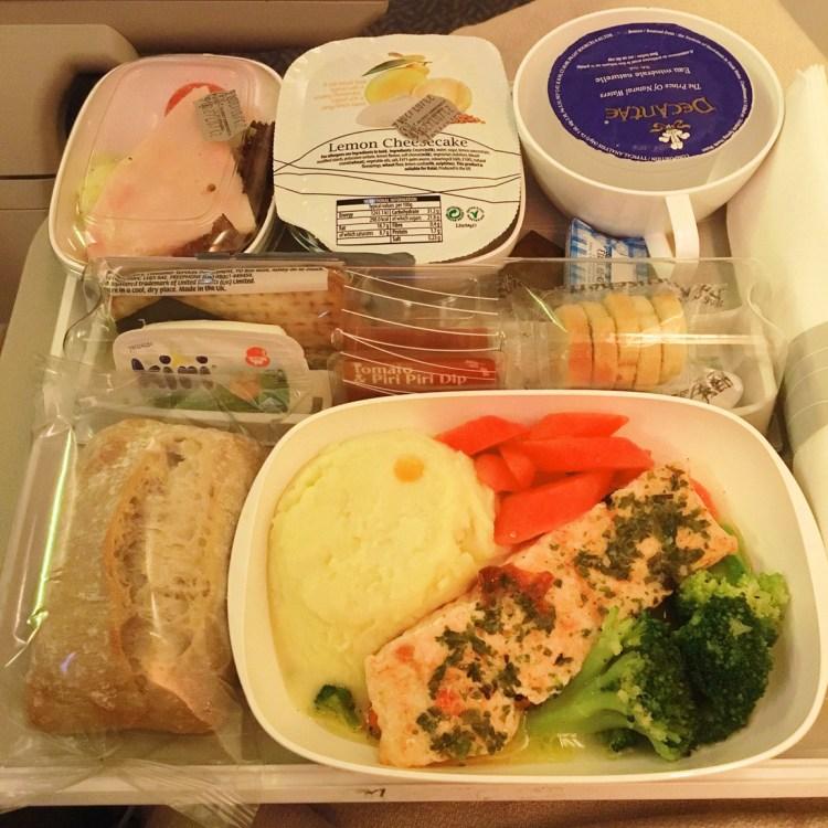 Voyager avec Emirates avion A380 avis compagnie aérienne blog plateau repas menu nourriture