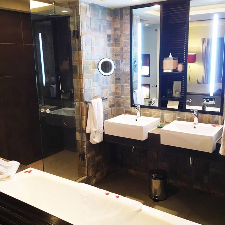Hotel Sofitel L'Imperiale Resort & Spa Flic en Flac Ile Maurice avis blog chambre superior room salle de bain