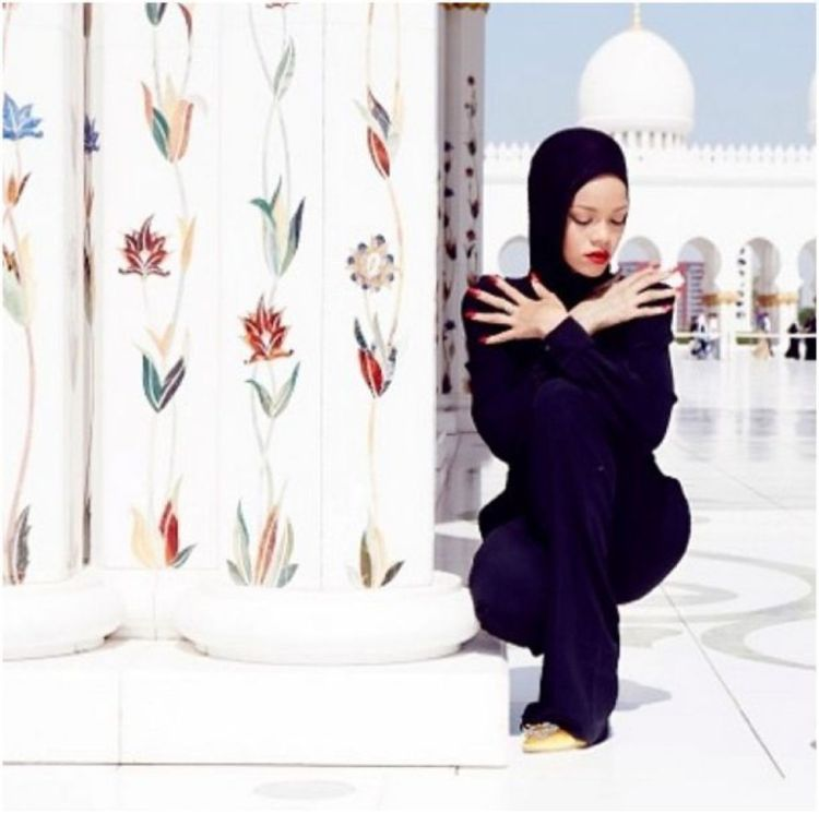 A faire absolument à Dubaï et à Abu Dhabi visiter la grande mosquée Sheikh Zayed blog avis riihanna abaya