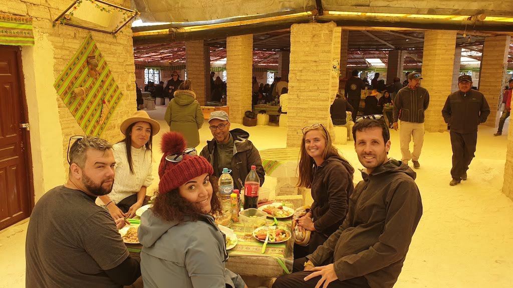 Repas à l'hôtel de sel excursion salar Uyuni