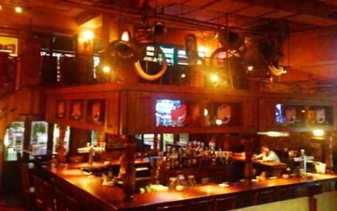 Moes Deli Bar - Bar et cuivre