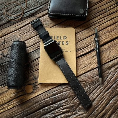 Pulseira de Couro Apple Watch | Costurada Preta