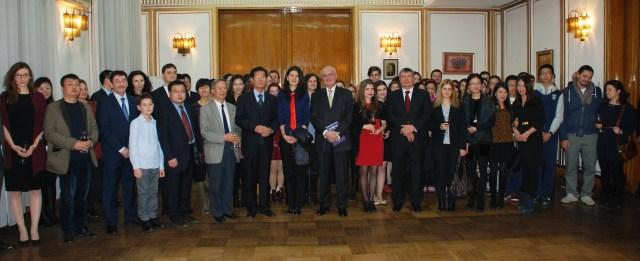 Ambasadorul Romaniei in RP Chineza, Doru-Romulus Costea, gazda reuniunii romanilor din Beijing, 2014