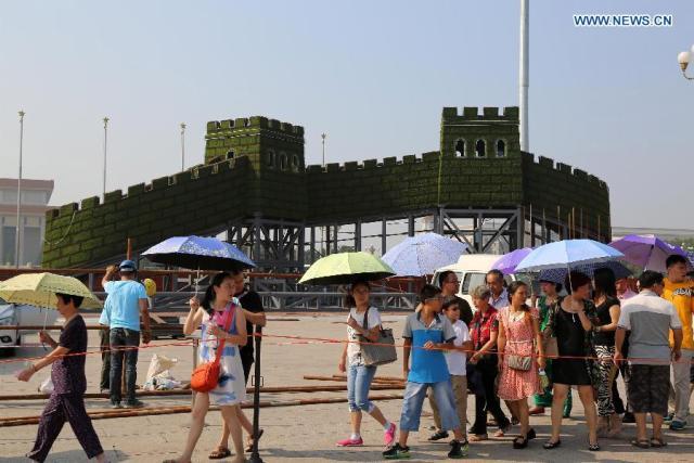 Piata Tian Anmen 1945-2015 11