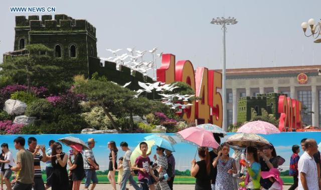 Piata Tian Anmen 1945-2015 7