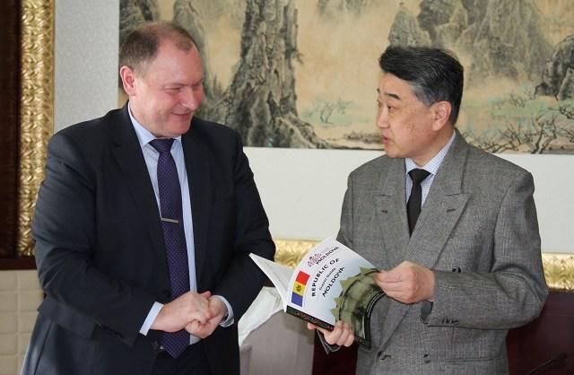 Ambasadorul Republicii Moldova in vizita la Radio China International 2
