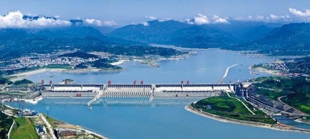 Barajul celor Trei Defileuri